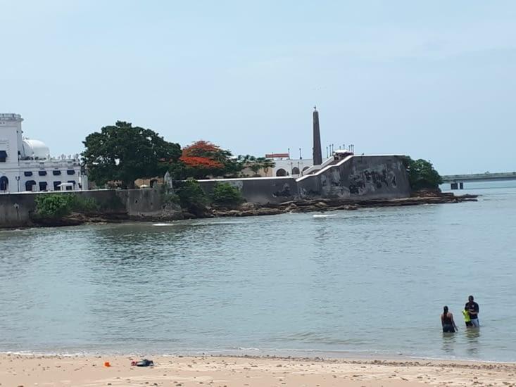 Petite plage locale