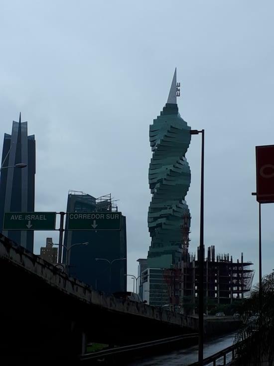 Les  tours sont plus futuristes les unes que les autres