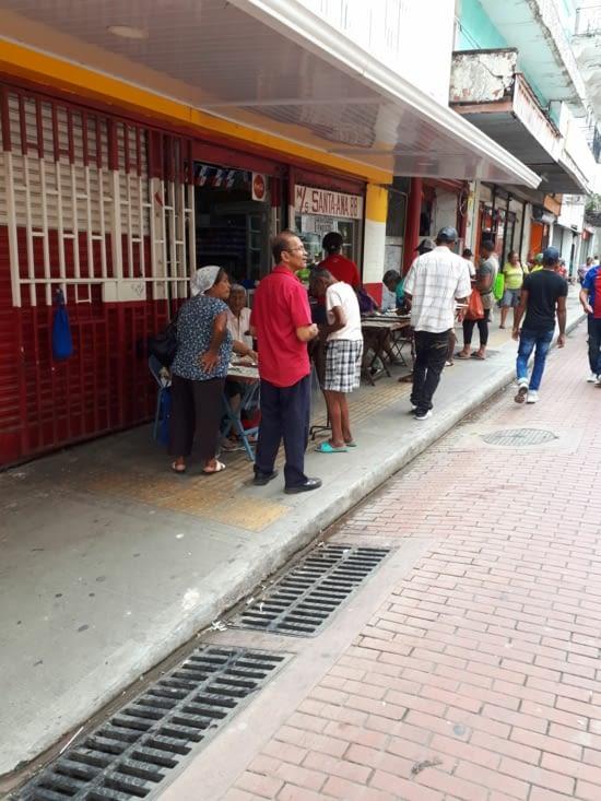 Vente de ticket loterie nationale  partout dans toutes les rues