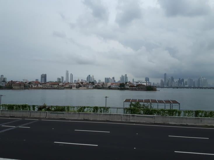 Vue d ensemble Panama  côté coloniale et côté moderne