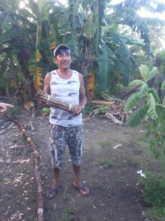 Il cultive et prépare son tabac