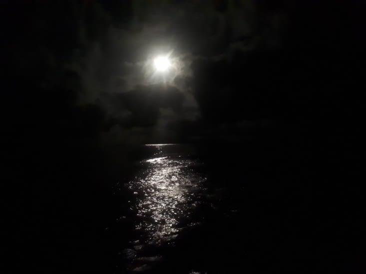 La soirée se termine par une très  belle pleine lune