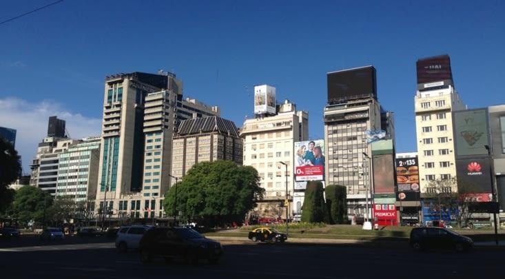 9 de Julio, avenue principale de la ville, architecture bof bof