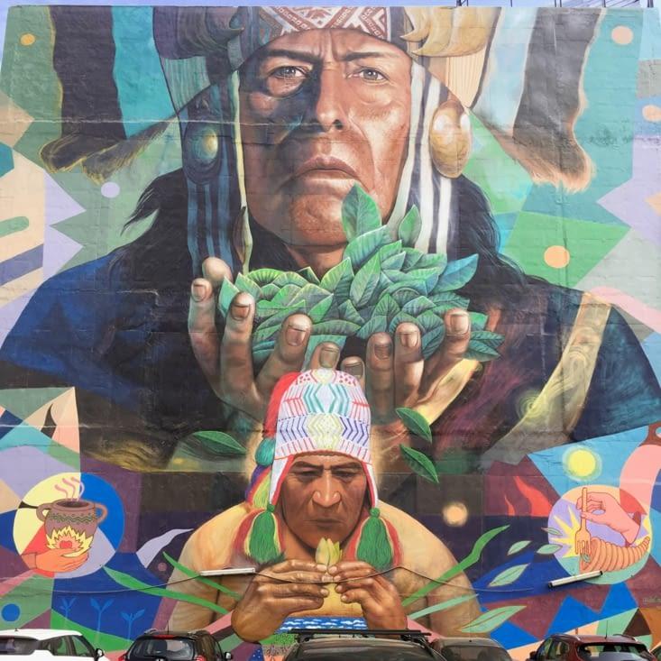 Fresque magnifique à Miraflores, hommage à la feuille de coca !