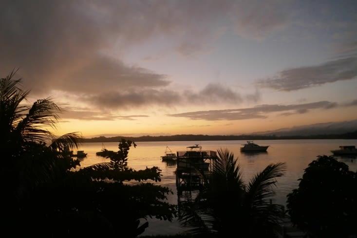 A l'aube avant le départ pour Rio Dulce. Vue du balcon, il est 5h00 du matin.