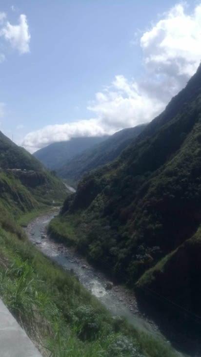 Cours d'eau et montagnes