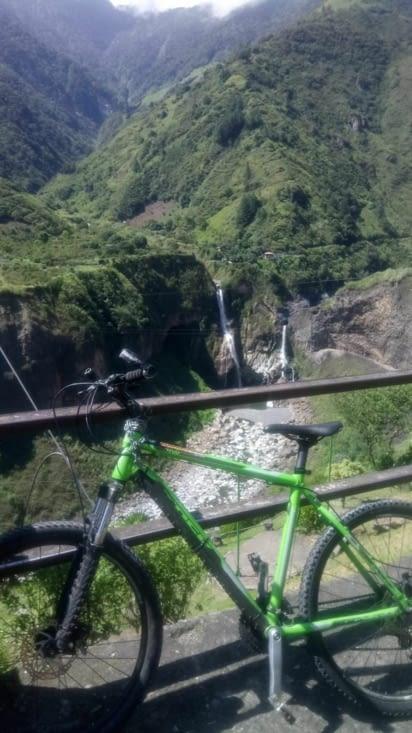Vélo et cascade