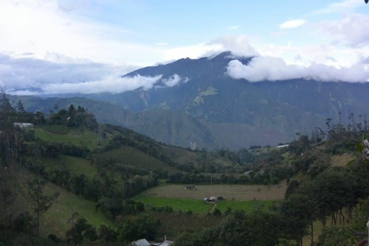 Volcan Tunguraha vue de la casa del arbol