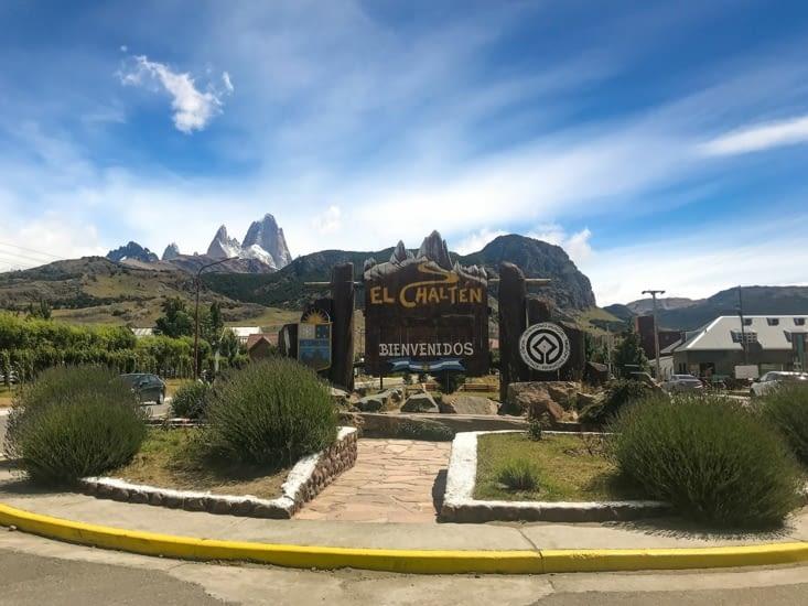 Bienvenue à El Chaltén ! (avec le mont Fitz Roy bien visible au fond à gauche)