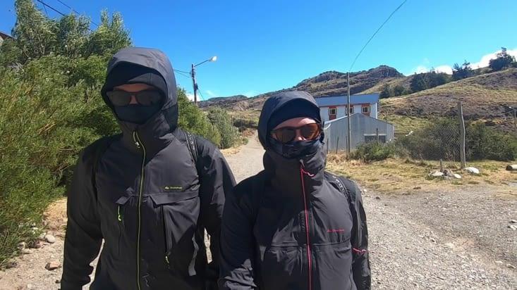 Armés jusqu'aux dents pour affronter le froid et le vent