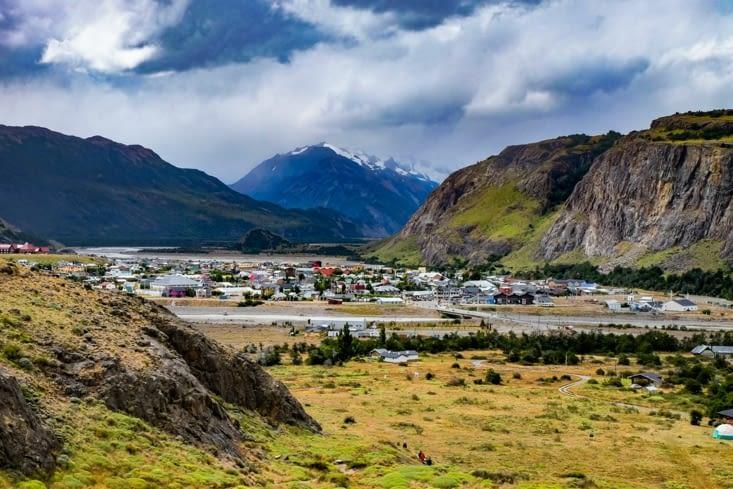 Panorama sur la ville au coeur des montagnes