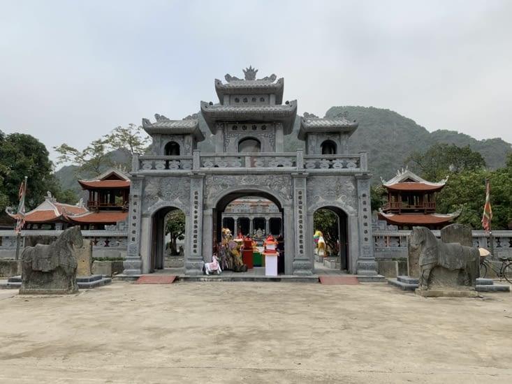 L'entrée du temple Thai Vi ⛩