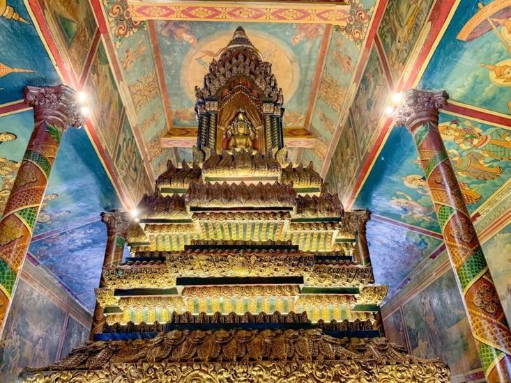 L'interieur du temple, très joliment décoré