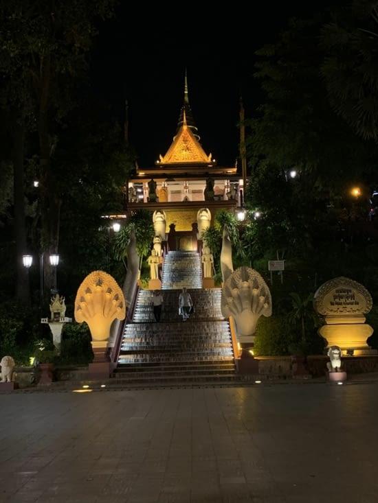 Temple Vat Phnom de nuit