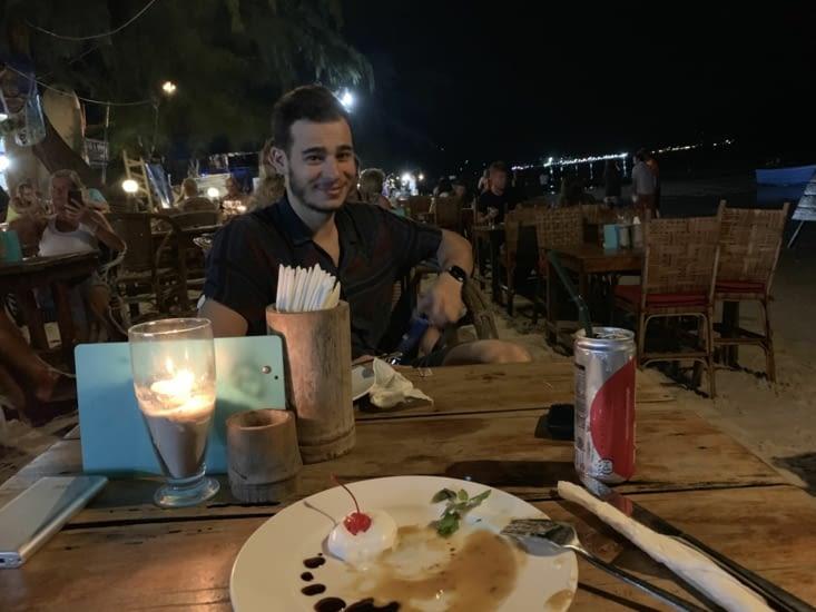 Jordan à table, et la banane flambée