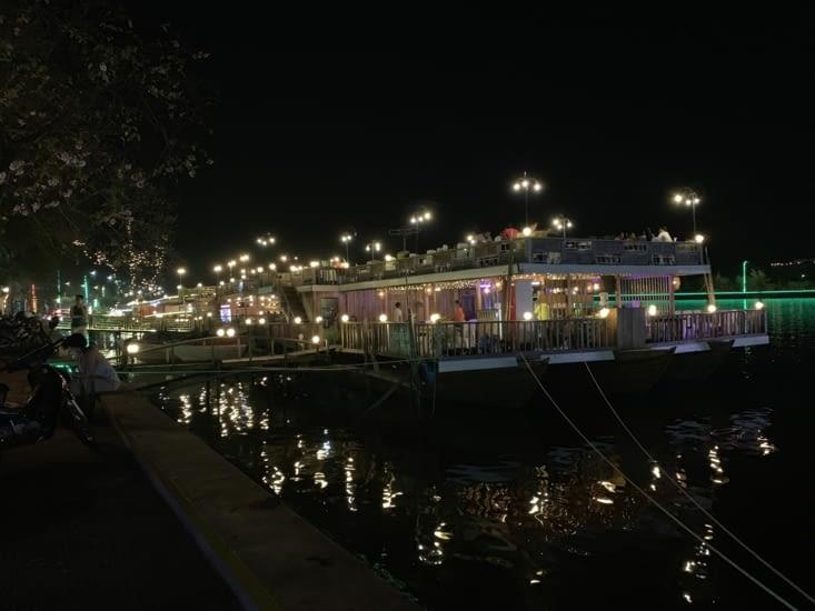Les restaurants au bord du fleuve