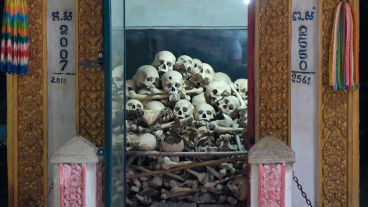 Des squelettes retrouvés dans la grotte !