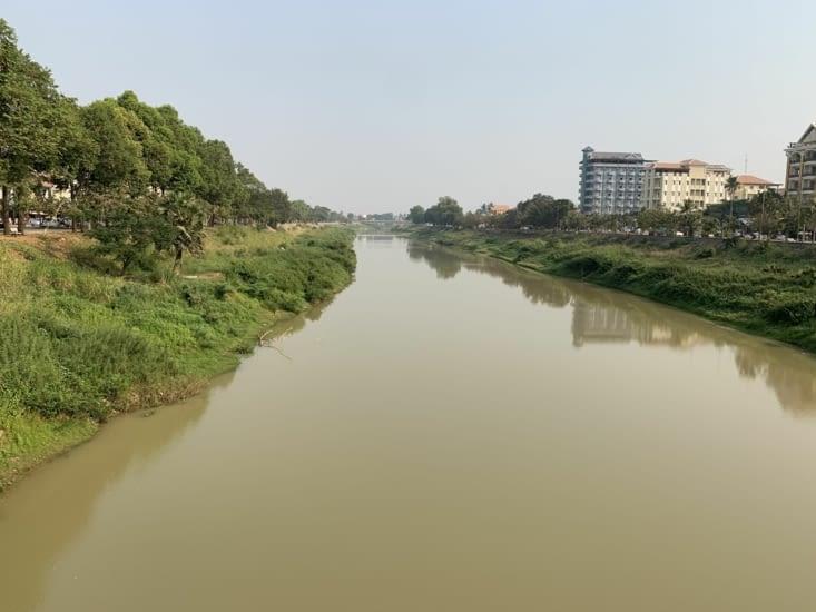 La rivière Sangker ( qui se jette dans le Tonle Sap)