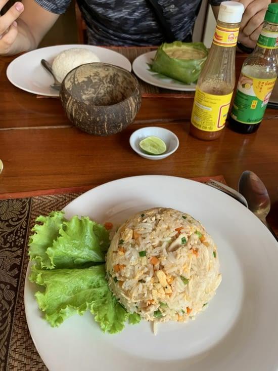 Un Amok fish pour Jordan et du fried rice au chicken pour moi