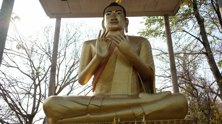 Un bouddha immense