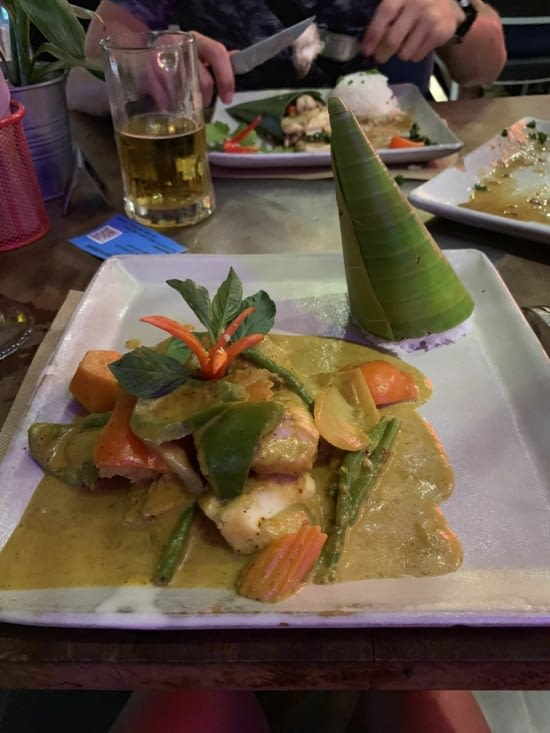 Un fish curry pour moi, un calamar au poivre pour Jordan