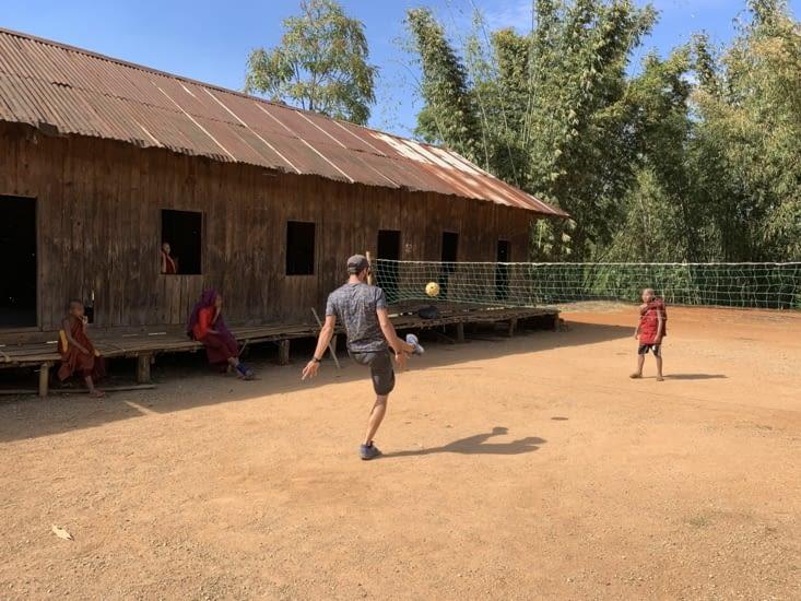 Jordan joue au ballon