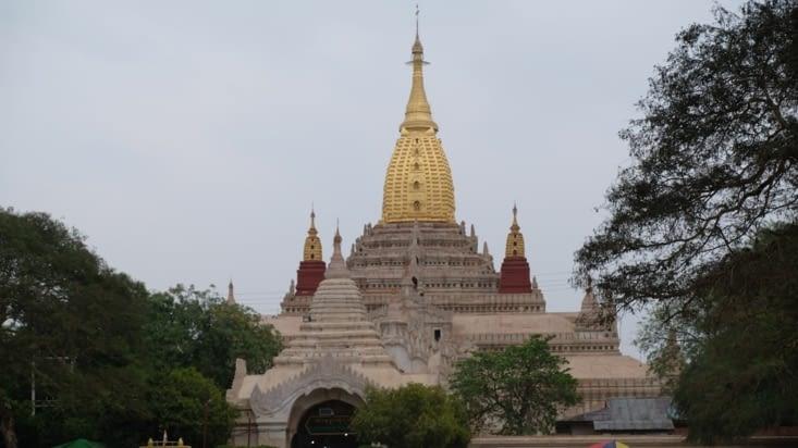 Temple Ananda, le plus vénéré de Bagan