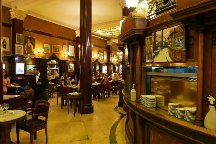 Le café Tortoni, le plus célèvre des cafés portenos