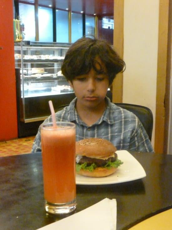 beef burger et watermelon juice