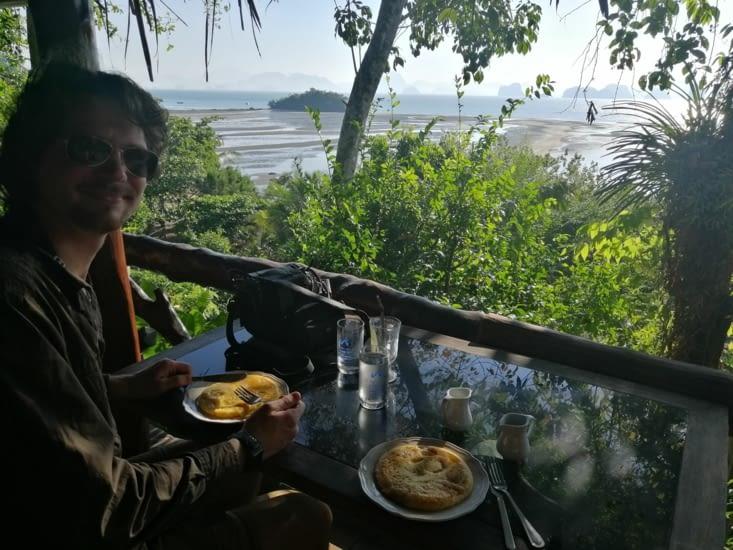 Petit déjeuner thaï : banana pancake et mango banana shake