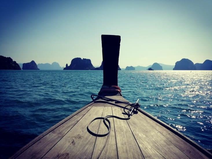 Promenade en long tail boat à la croisée des îlots.