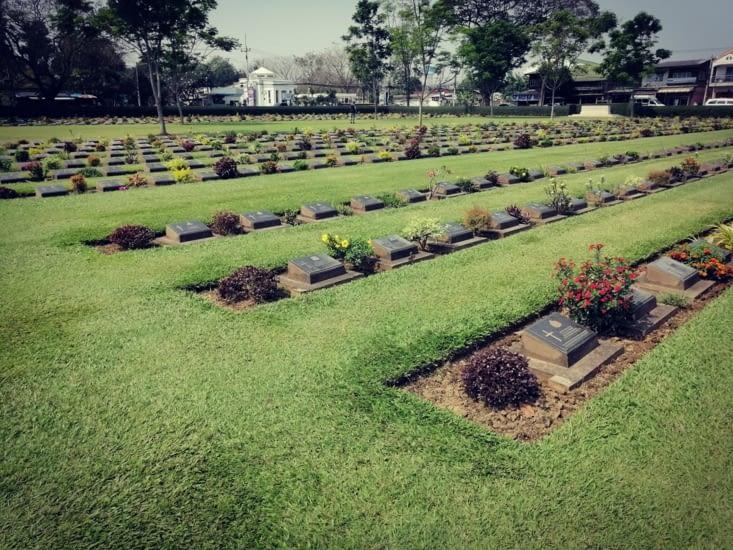 Cénotaphes des prisonniers occidentaux morts sur le chantier.