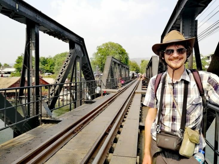 Insolite: un prof faisant le pont avant même le mois de mai.
