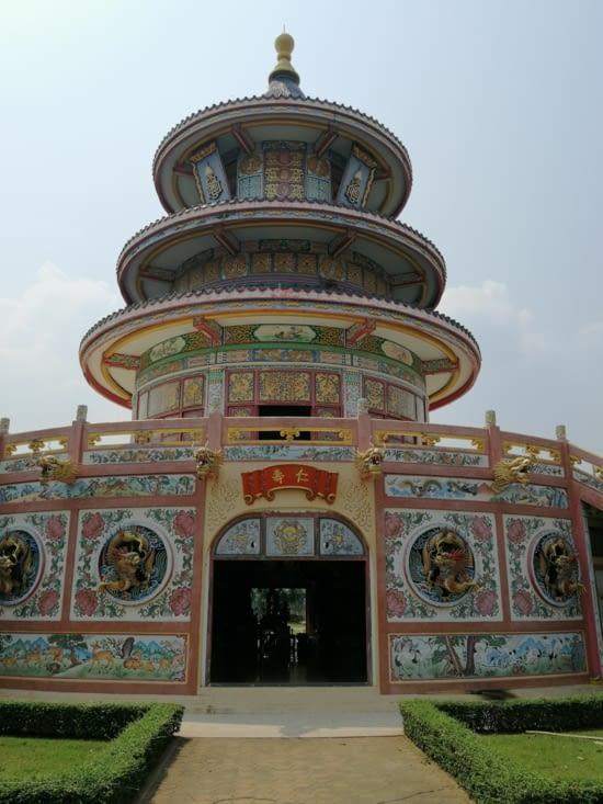 Temple bouddhique sur les bords de la Kwaï.