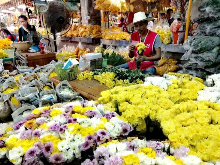 Un marché aux fleurs.