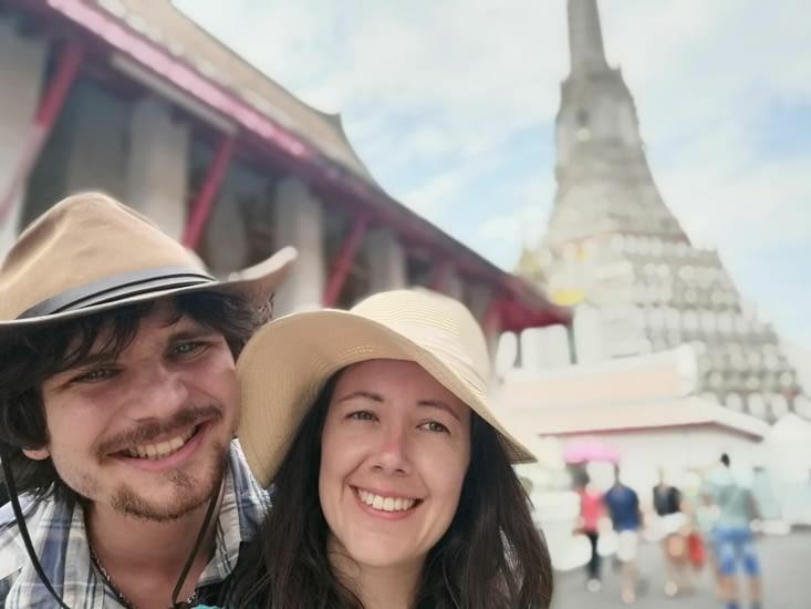 Tout sourire devant Wat Arun.