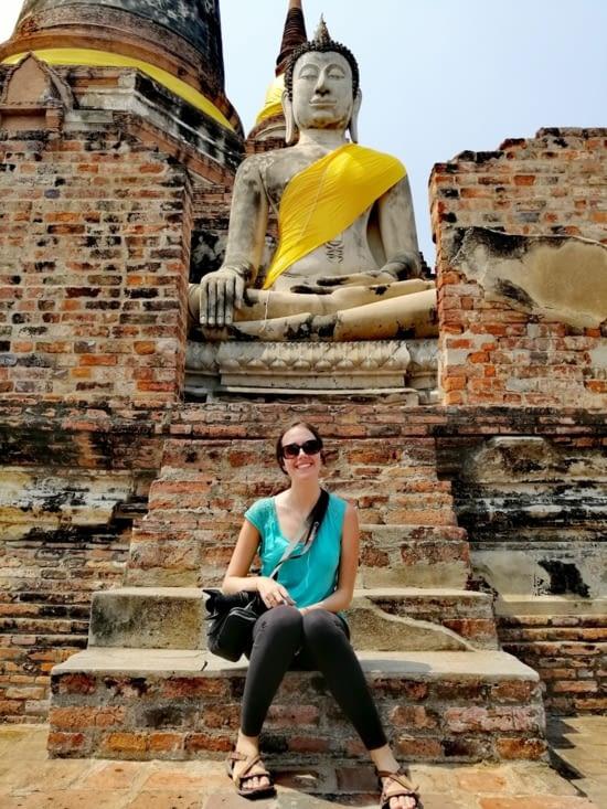 Au pied de Bouddha.