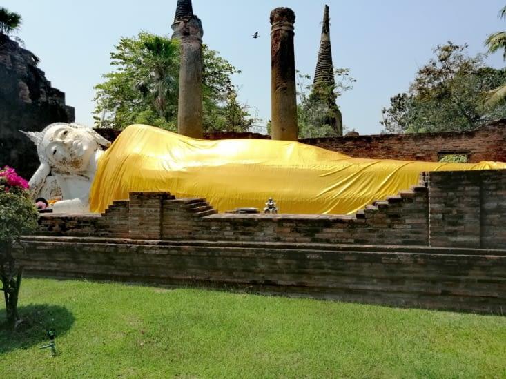 Un premier Bouddha couché.
