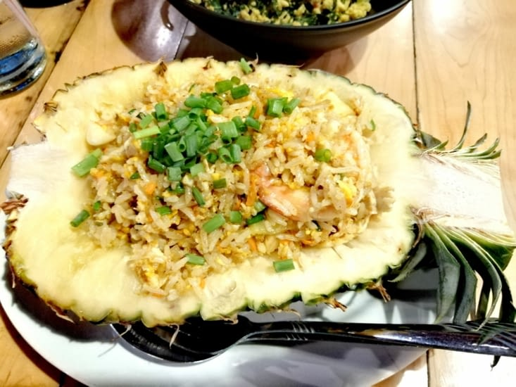 Un riz à l'ananas joliment présenté au restaurant Malakor.