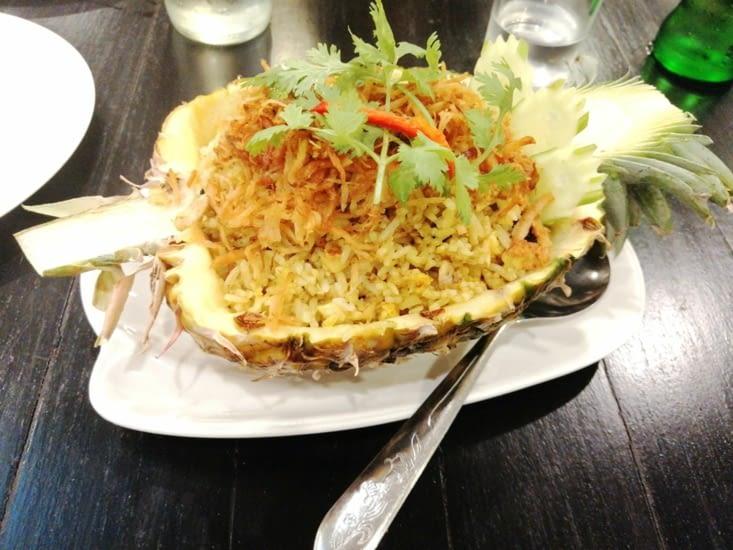 Encore un riz frit à l'ananas.