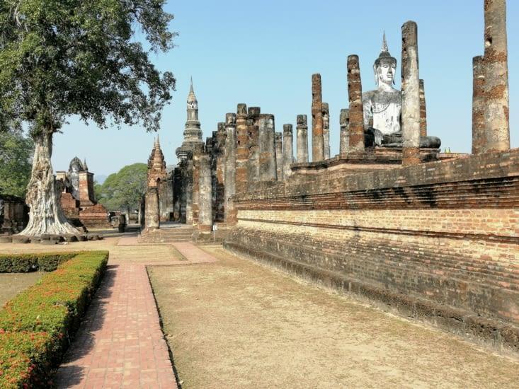 Les colonnades du Wat Mahathat.