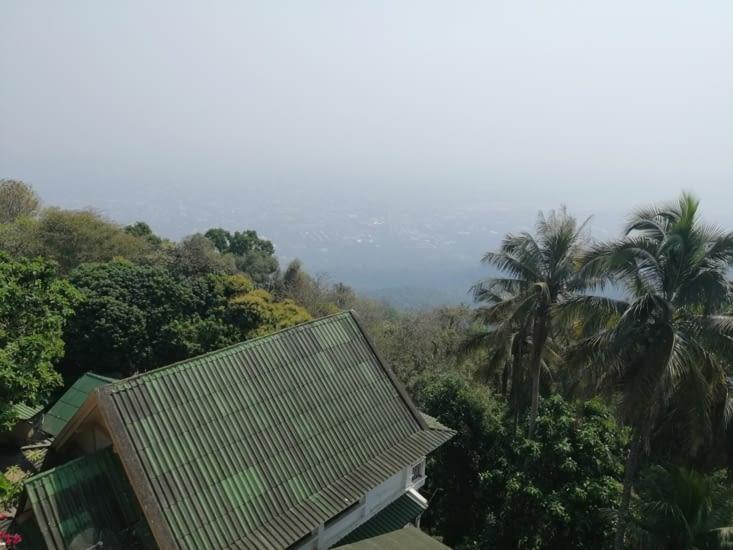 Chiang Maï sous son blanc manteau de carbone.