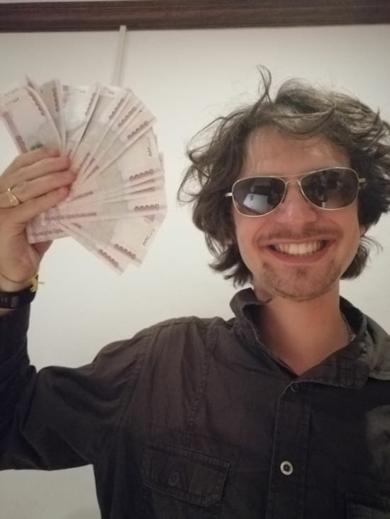 Coup de folie au distributeur: Benjamin a fait un retrait de 1,5 million!