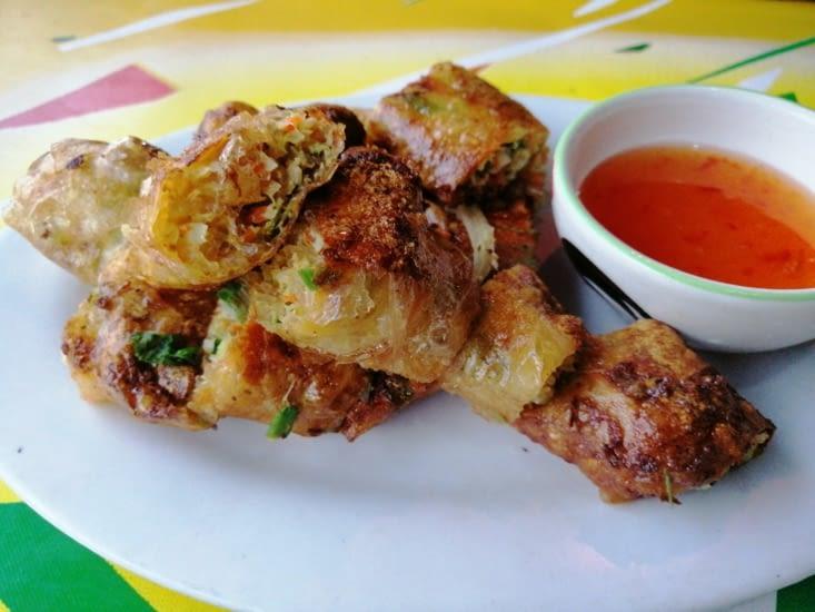 Rouleaux de printemps frits au restaurant Sabaïdee...
