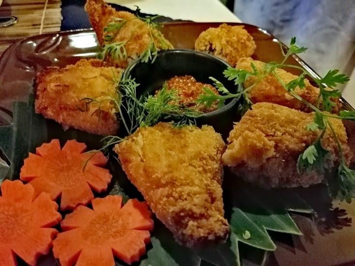 Croquettes frites au porc et à la pousse de bambou.