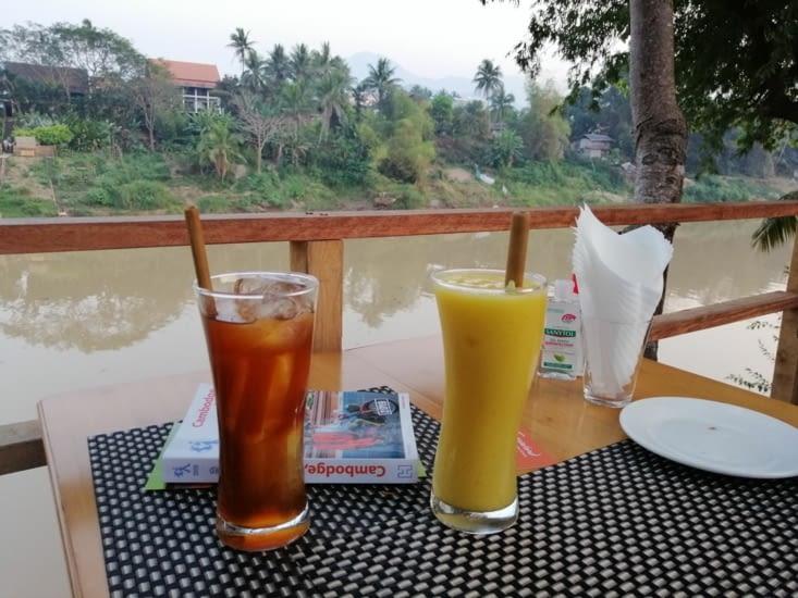Jus de tamarin et mango shake au restaurant  Tamarind.