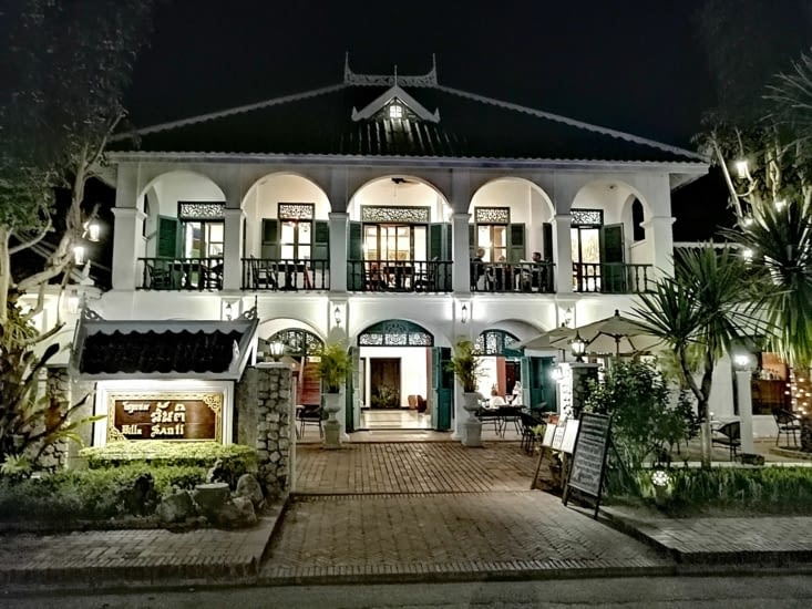 Scintillement d'une maison coloniale.