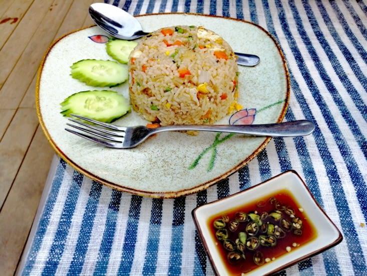 Au menu: riz frit avec légumes du jardin....