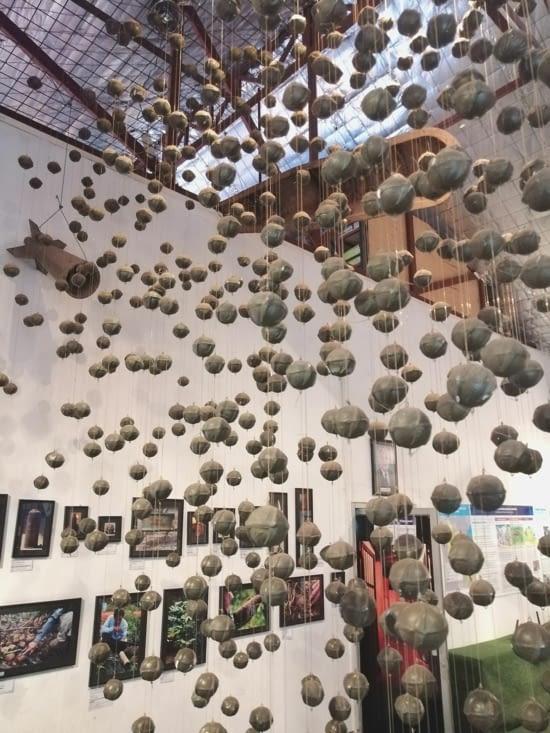 Bombe à sous-munitions américaine.