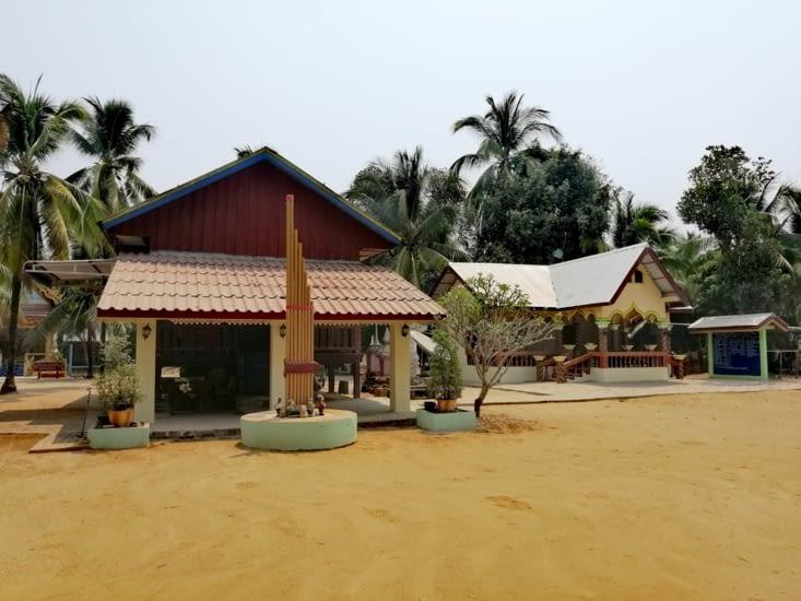 Le temple de la pointe de l'île.